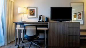 A television and/or entertainment center at Holiday Inn Nashville Vanderbilt