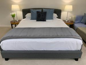 A bed or beds in a room at Barossa House