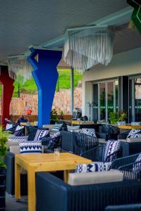 Onomo Hotel Kigaliにあるレストランまたは飲食店