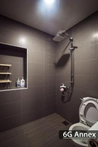 A bathroom at So Sweet 3S Guest House