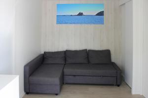 Een zitgedeelte bij Camping Joncar Mar