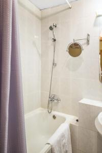 A bathroom at Izmailovo Beta Hotel