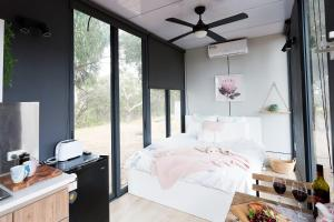 A bed or beds in a room at Big Tiny Paz Seven Hills Tiny House, Tallarook