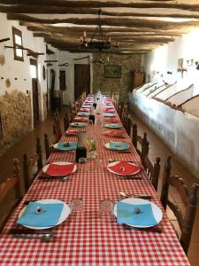 Un restaurante o sitio para comer en Chalet with 8 bedrooms in Abanilla with wonderful mountain view private pool furnished terrace