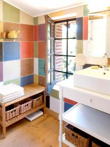 A bathroom at Mansion with 3 bedrooms in Castelnou with wonderful mountain view shared pool furnished garden 25 km from the beach