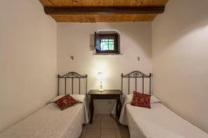 A bed or beds in a room at Apartment with 2 bedrooms in Chiaramonte Gulfi with shared pool and WiFi