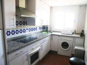 A kitchen or kitchenette at Apartment with 2 bedrooms in Isla Cristina with WiFi 300 m from the beach