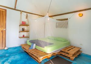 A bed or beds in a room at El Zoo Hostel & Pool