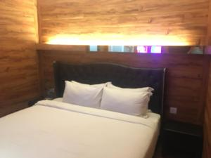 A bed or beds in a room at Hermess Hotel Johor