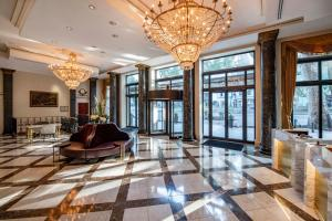 The lobby or reception area at Tbilisi Marriott Hotel