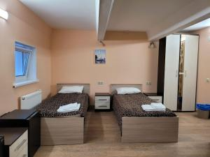A bed or beds in a room at Akvamarin