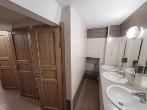 A bathroom at Akvamarin