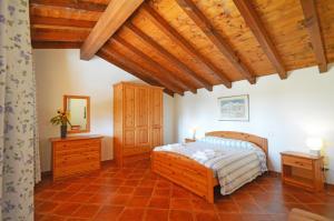 A bed or beds in a room at Agriturismo La Filanda
