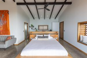 A bed or beds in a room at Vista del Alma Boutique - Adult Only