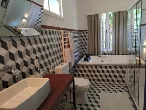 A bathroom at Casa Tamanduá