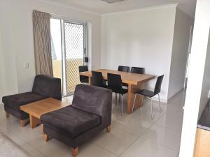 A seating area at DB Broadbeach Private Apartments with Coastal Holiday Apts