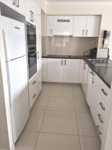 A kitchen or kitchenette at DB Broadbeach Private Apartments with Coastal Holiday Apts