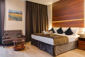 A bed or beds in a room at Viewpoint Hotel