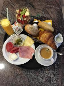Breakfast options available to guests at Hotel Noga
