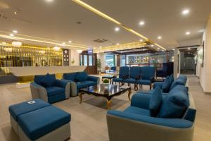 The lounge or bar area at Legend Hotel Islamabad