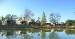 Der Swimmingpool an oder in der Nähe von Camping la Haie Penée ****