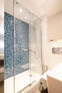 A bathroom at Holiday Inn Bolton Centre