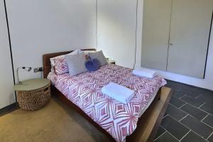 A bed or beds in a room at Cozy flat in central london