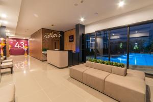 The lobby or reception area at Gate43 Airport Hotel