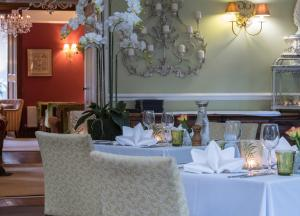 A restaurant or other place to eat at The Grasmere Hotel