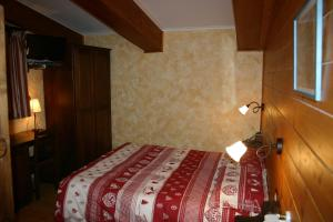 A bed or beds in a room at Hotel La Pigna