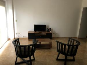 A television and/or entertainment center at ALIWE III (A 200 m. Del Aeropuerto el Palomar)