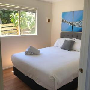 A bed or beds in a room at Amaroo Park