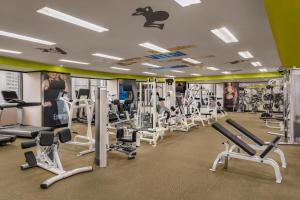 The fitness center and/or fitness facilities at Shangri-la's Far Eastern Plaza Hotel, Taipei