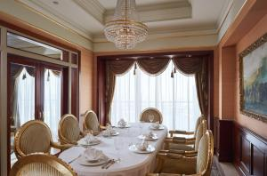 A restaurant or other place to eat at Grand Nile Tower