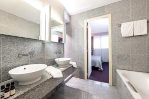 A bathroom at Hotel Cosmopolite