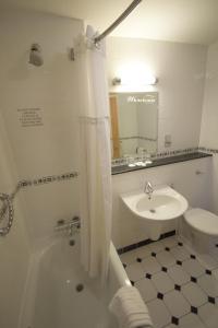 A bathroom at Telford Whitehouse Studios & Apartments