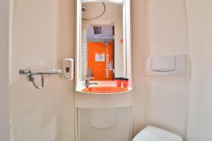 Ένα μπάνιο στο easyHotel Sofia
