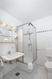 Ein Badezimmer in der Unterkunft Centro Hotel Norderstedter Hof