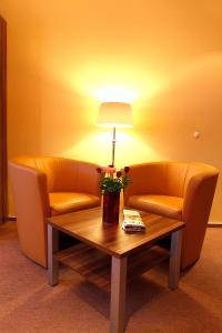 Ein Sitzbereich in der Unterkunft Centro Hotel Norderstedter Hof