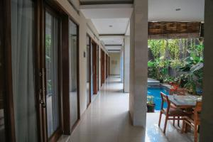 A view of the pool at Alia Home or nearby