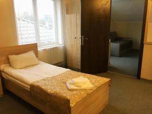 Un ou plusieurs lits dans un hébergement de l'établissement Guest House SOTNI