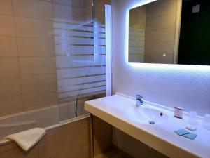 A bathroom at Auberge du port