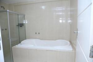 A bathroom at Avelan Plaza Hotel