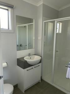 A bathroom at Warrnambool Holiday Village
