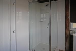 A bathroom at NRMA Lake Somerset Holiday Park