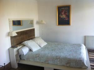 A bed or beds in a room at Chambres d'hôtes La Farga