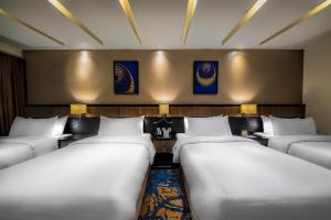 A bed or beds in a room at Al Ghufran Safwah Hotel Makkah