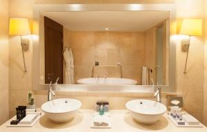 A bathroom at InterContinental Lisbon, an IHG Hotel