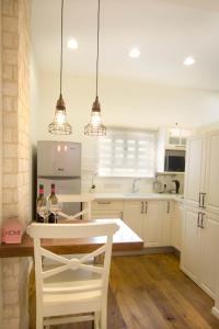 Kuhinja oz. manjša kuhinja v nastanitvi Haifa Luxury Boutique Apartments