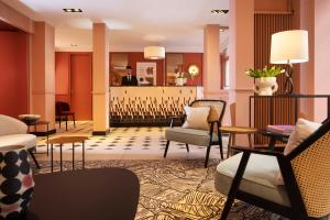 The lobby or reception area at Hotel Relais Bosquet